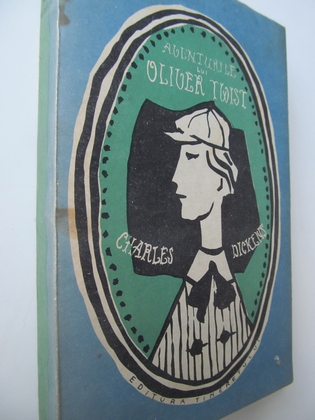 Carte Aventurile lui Oliver Twist - Charles Dickens