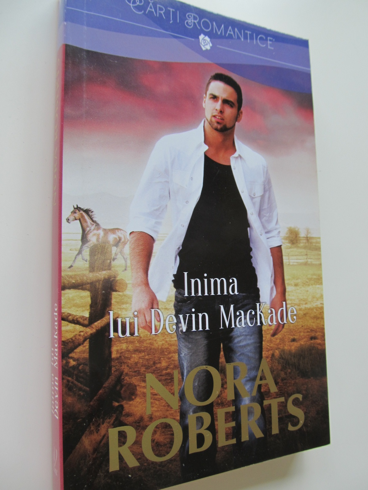 Inima lui Devin MacKade - Nora Roberts | Detalii carte
