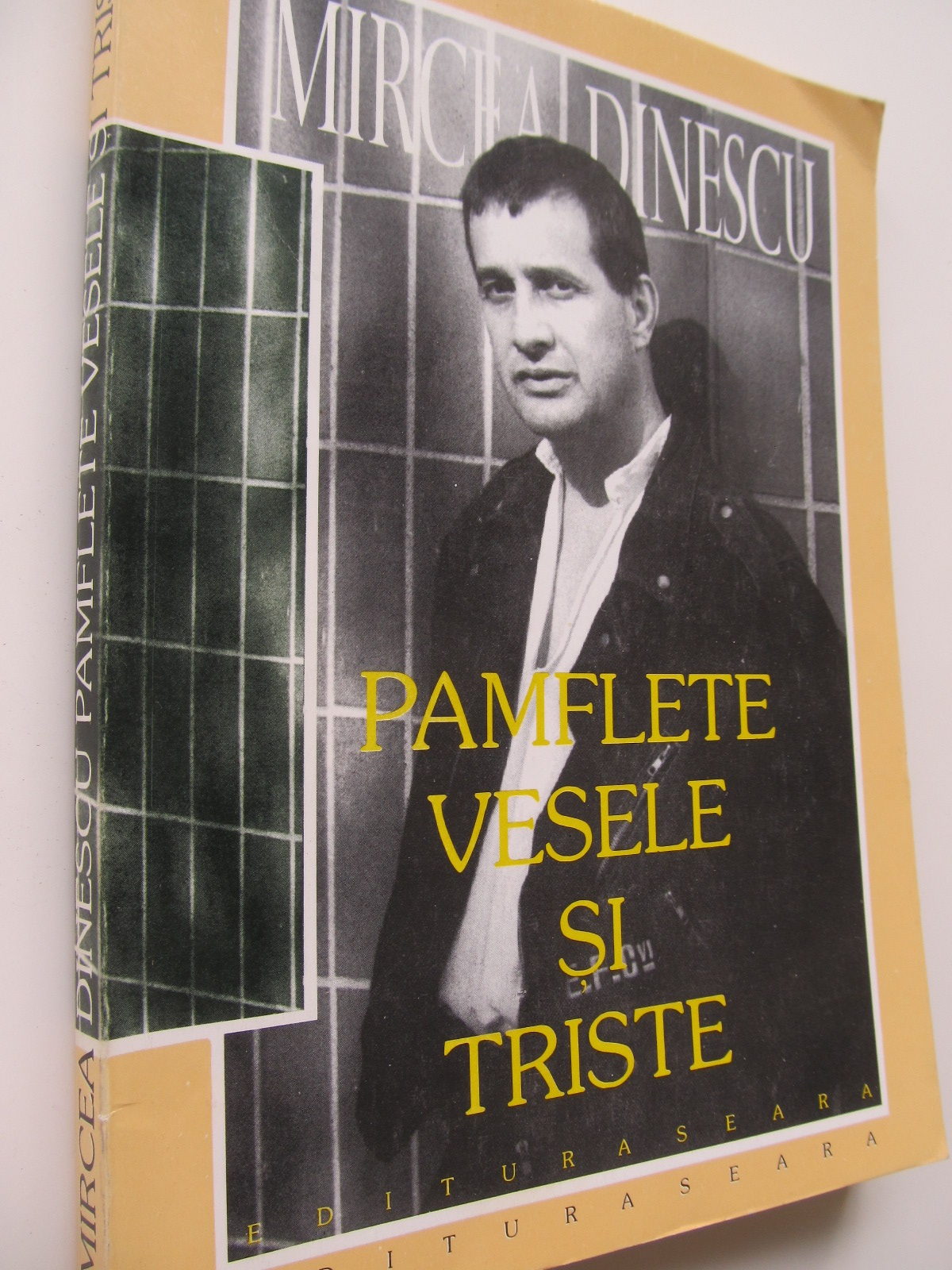 Pamflete vesele si triste - Mircea Dinescu | Detalii carte