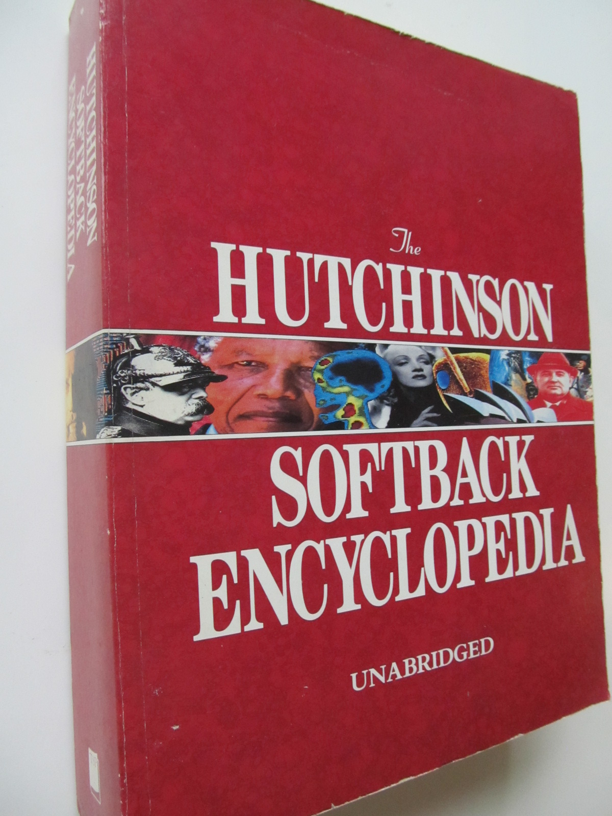 The Hutchinson Softback Encyclopedia - *** | Detalii carte