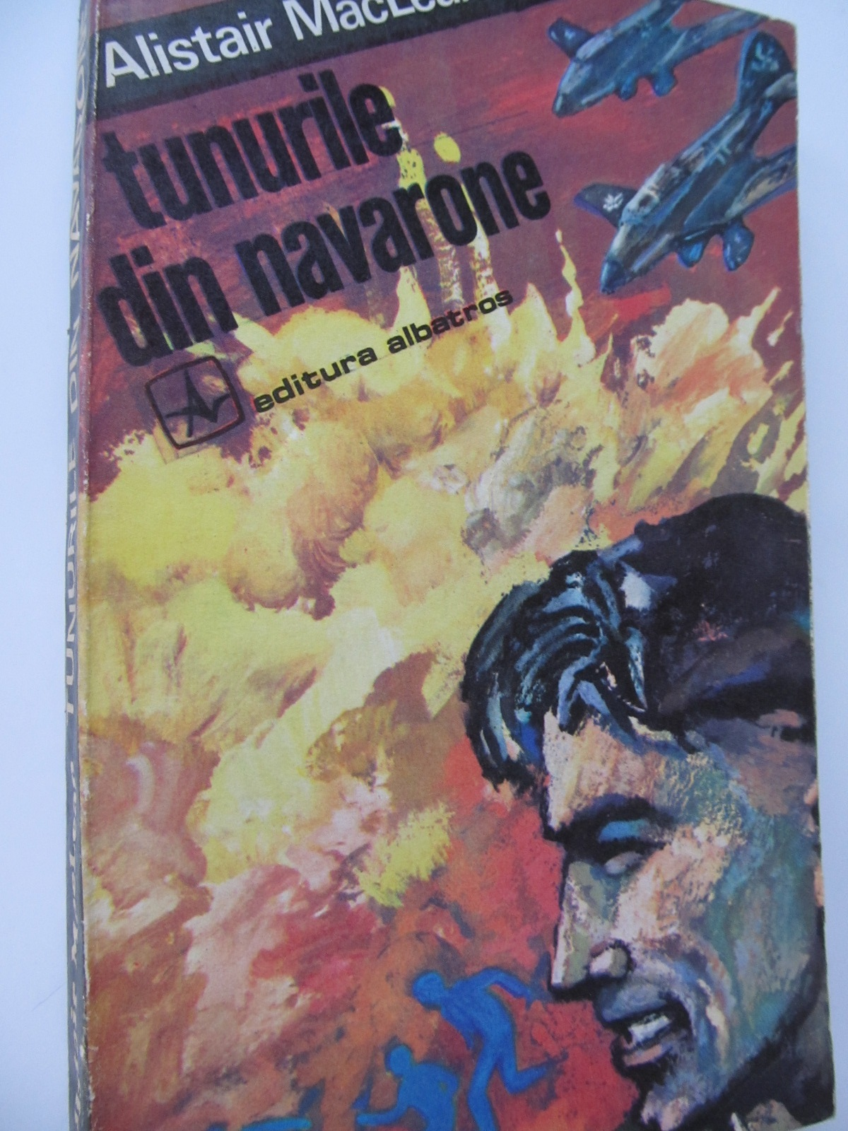 Tunurile din Navarone - Alistair MacLean | Detalii carte